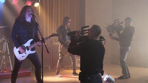 Der Sänger beim Dreh eines Musikvideos für die Band Roxxess